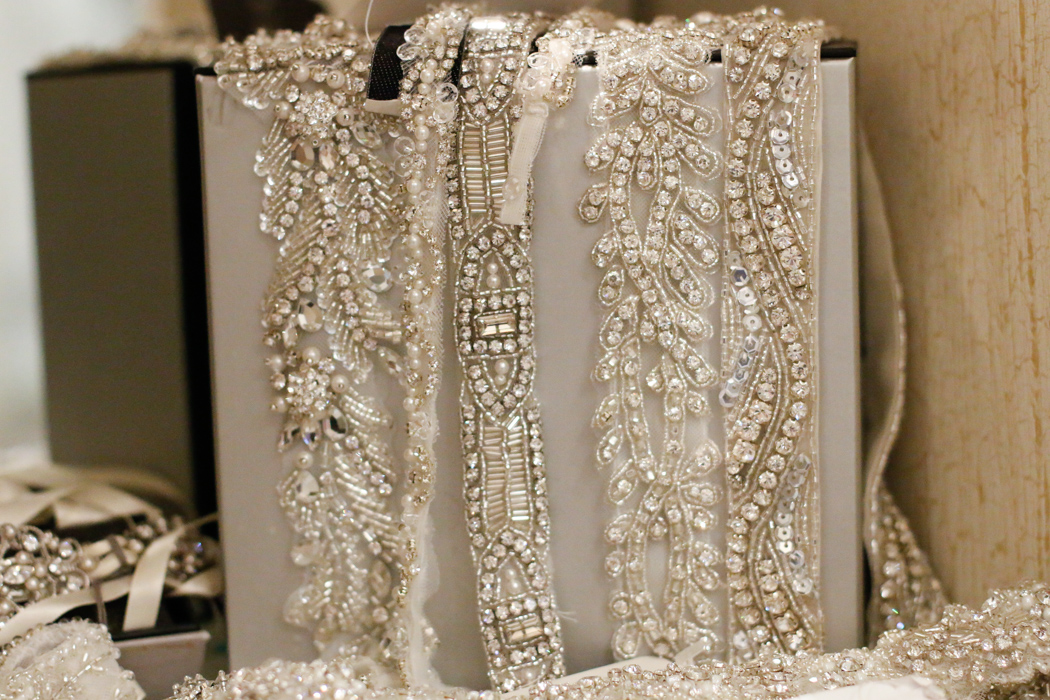 how to choose wedding dress accessories