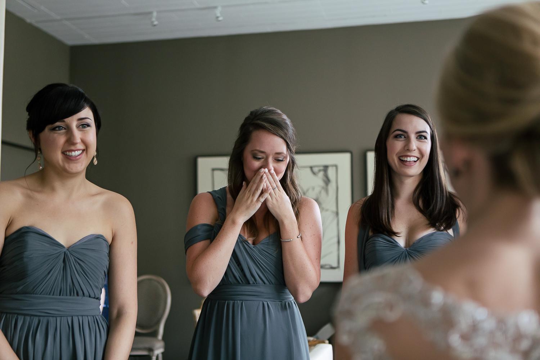 bridesmaids-first-look-wedding-day