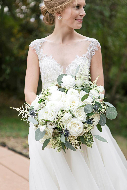 neutral-wedding-floral-ideas