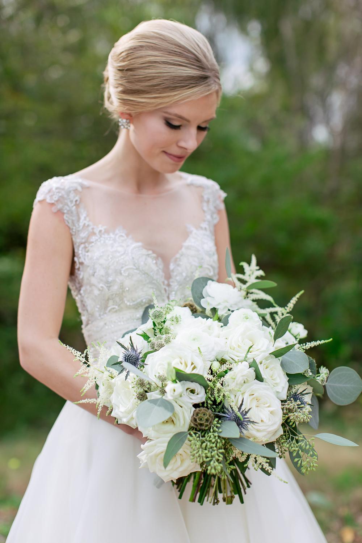 neutral-floral-idea-wedding